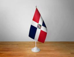 Флажок Доминиканской республики настольный на подставке