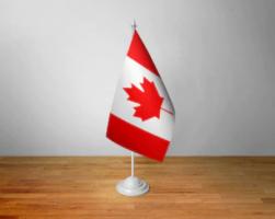 Флажок Канады настольный на подставке