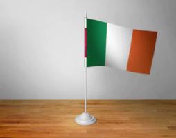 Флажок Ирландии настольный на подставке