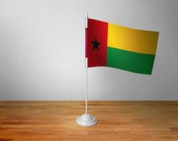 Флажок Гвинеи Бисау настольный на подставке